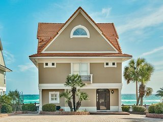 Updated Beachfront Home w/ Breathtaking Panoramic Gulf Views. 6 Seat Golfcart