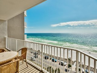 Relax on the sugar white Destin beaches of the Emerald Coast! Gulf Front!