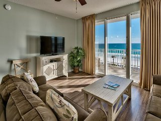 Stunning Three Bedroom Condo with Private Balcony offers Full Gulf Views!