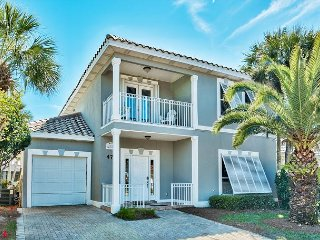 Stunning Home Super Close the Beach, Private Pool, Hot Tub, and Golf Cart!