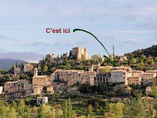 Petite maison dans village provencal et thermal
