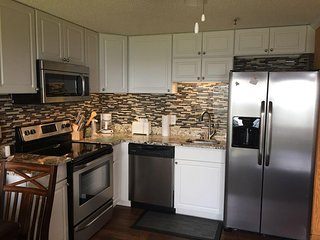 Free Hot Tub & Pool, Slope side,Renovated, Deluxe, ML#282; 2 BR/2BA, Ski in/Out