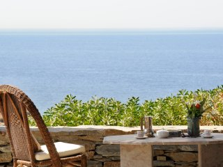 Thalassa beachfront Apt, simple, tranquil, beach at your feet, affordable
