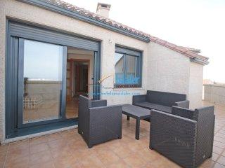Espectacular ático de 3 dormitorios con terraza  y vistas al mar .Ref  PA-0054