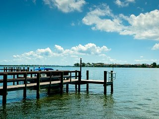 Baywatch 8: 2BR Condo with Heated Pool and Dock