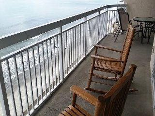 POPULAR Updated Bright Airy Ocean Front Condo - Perfect Family Vacation Spot!