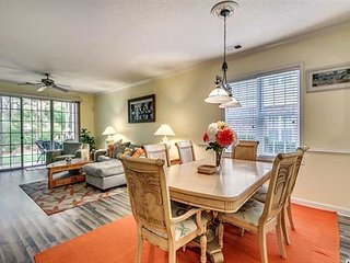 First Year Renting - Golf Course View Ground Floor - Enjoy a Screened Patio!
