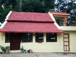Bed and Breakfast Estate Living, Kamanur