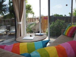 Appartement Kas Dolphin Bonaire met tropische prive tuin en parkeerplaats