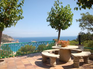 BIG HOUSE with PANORAMIC SEA VIEWS, Tossa de Mar
