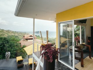 *Touch The Pacific! Designer Villa. Minutes to Beach & Town. 11 Years Experience