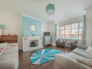 Sea Glimpses - 4 Bedroom Townhouse, Broadstairs