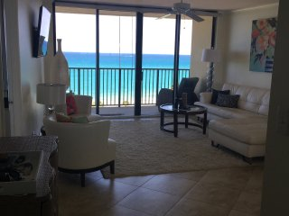 Oceanfront, Beautiful Condo in Jupiter 30 day Min.