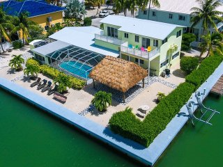 The Manatee Bay ~ Executive Living Waterfront/Pool/Dockage $4,600 Wkly, Key Colony Beach