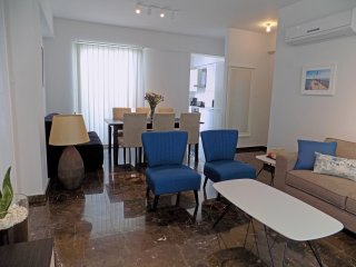2b Boutique Seaview penthouse - Finikoudes Marina