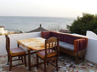Piscine et jardin en bord de mer, pension à la carte