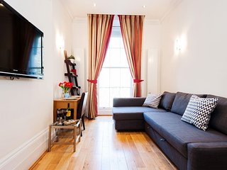 Hyde Park Sussex Gardens apartment in Westminster with WiFi & lift.