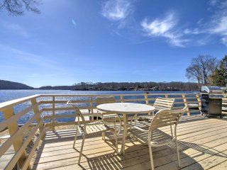 New! Lakefront 1BR Cottage w/ Private Beach & Dock!, Oakdale