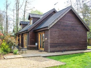 LAKELAND LODGE, hot tub, four bedrooms, WiFi, near Pentney, Ref 947581