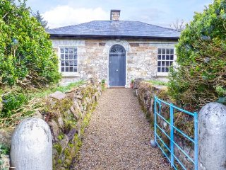 THE NORTH LODGE, all ground floor, romantic getaway, multi-fuel stove, Ballyfarn