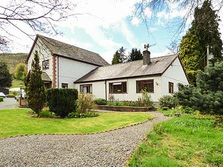 BRO AWELON COTTAGE, cosy annexe, attached to owner's home in 5 acres of, Glyndyfrdwy