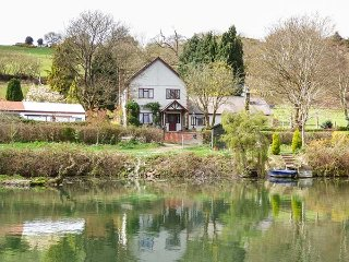 BRO AWELON COTTAGE, cosy annexe, attached to owner's home in 5 acres of grounds,