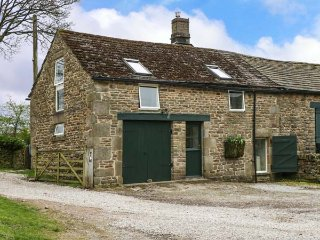 CROWDEN LEA BARN, stunning views, WiFi, bike storage, Edale, Ref 952066