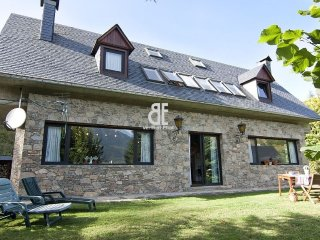 A 600 m2 house with lawned garden decorated with firs, ash trees, fruit trees, Vielha