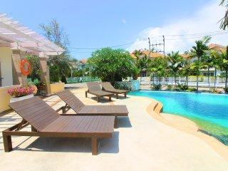 Grande 5 beds BBQ Villa with pool view near beach!