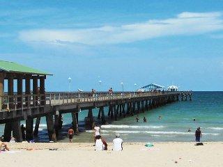 Casa Bougainvilla Walk To Beach & Downtown LBTS 3 Bedrm 2.5 Bath for 8