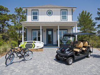 VILLA GALINI: New & Modern! Beach Service, Golf Cart, Paddleboards!