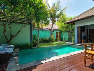 Villa Abimanyu - 5 Bedrooms / 2 Villas Side by Side / 2 Pools / Sleeps up to 10
