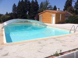 Maison de vacances avec piscine au sel et etang de peche
