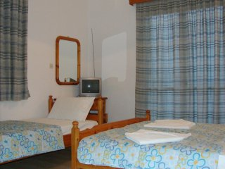 Sea view and seafront double room 30 meter from the beach!, Nikiana
