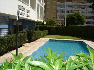 Nice Apartment with Pool, Balcony, Air Con, 15 minutes from Beach
