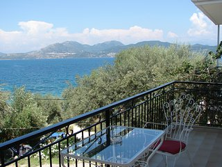 Sea view and seafront double studio in Villa Galanos 30 meter from the beach!