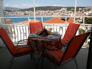 Large sea view apartment, just 50m from the beach, 4km from Trogir Old Town