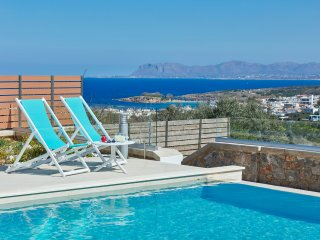 Elysium Villa - Luxury Villa with Expansive Views of the Sea, White Mountains an