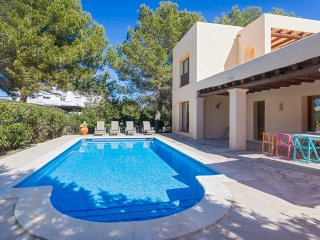 Villa Carma near the beach perfect for lazy days in Ibiza with family& friends, Port d'es Torrent