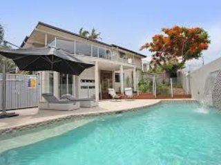 Large family home 400 mts to beach, Alexandra Headland