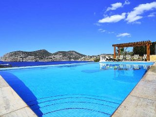 CA TOTHOM- Sea views villa 8 pax with private pool in Camp de Mar, 4 rooms, BBQ