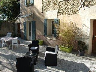 Gîte 90m2 dans Mas renové pour 6 personnes avec jardin, Loriol-du-Comtat