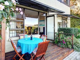 Two upmarket self-catering apartments with magnificent views ideal for Golfers., Somerset West