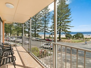 Pacific View unit 3 - Balcony with ocean views Beachfront Rainbow Bay Coolangatt