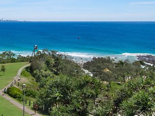 Orion Unit 7 - Luxury Apartment overlooking Snapper Rocks, Tweed Heads