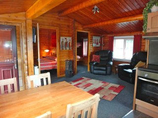 Cosy Log Cabin in stunning Snowdonia