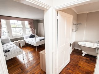 Spacious 5 Bed Ideally Located in the Heart of Historic Bath City Centre