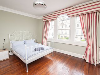 Spacious 4 Bed Ideally Located in the Heart of Historic Bath City Centre