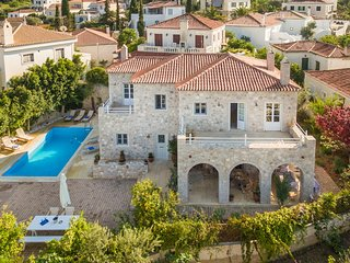 Elegant Spetses private pool villa Arte for 10-12