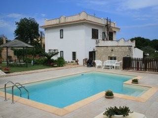 Villa Emelia with pool 250 mt from the sea, Cinisi